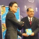 President Dato' Akhbar Satar handed over the handbook to Mr. Rizal Nainy, Deputy CEO of SME Corp Malaysia.