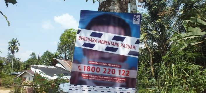 """The first mobile visit and workshop for """"Speak Up Against Corruption"""" Project at Kampung Chang Sungai Gepai, Bidor Perak and introduction of our new Anti-Corruption toll-free line 1800-22-0122"""